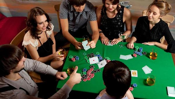 Casino Games at Casino Themed Party